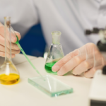 製薬会社の分析化学分野に転職する求人の探し方と仕事内容